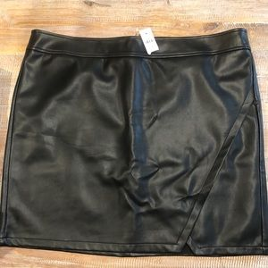 NWT Loft Plus black faux leather skirt size 18